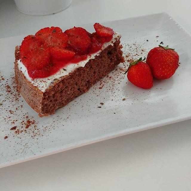 La double strawberries è diventata triple con l'aggiunta di marmellata homemade!🍓🍓🍓 Buona colazione a tutti!😃 #strawberries #dukan #diet #ddi #dieta #quartafase #lightfood #bresciafood #chef #cheflife #benessere #easyfood #cibosano #fitness #fitfood #cucinaproteica #cucinadulight