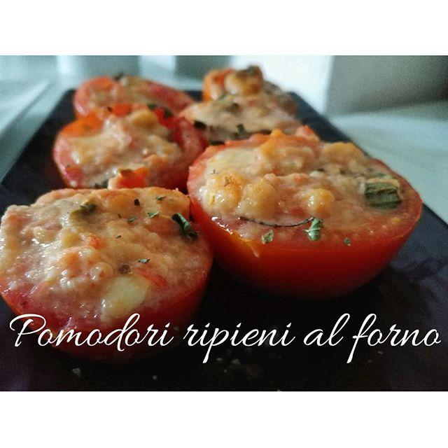 Mettici un nonno classe '38 che ti regala i pomodori del suo orto. Aggiungici che devi registrare una videoricetta... Ed ecco saltar fuori un contorno (CON CRUSCA!) da leccarsi i baffi! Vi aspettiamo alle 9:00 sul canale Youtube di cucina dulight!❤🎊 #pomodori #nonno #orto #genuino #sano #buoncibo #lightfood #crusca #oat #avena #dukan #diet #dieta #benessere #light #ciboleggero #contorno #incucina #cooking #job #chef #cheflife #cosebuone #cosebuonedamangiare #fitness #fitfood #cucinaproteica #cucinadulight