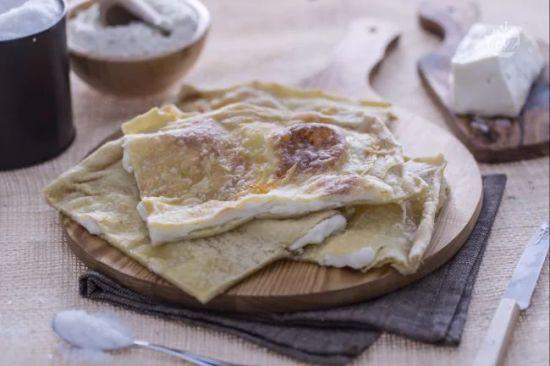Fùgassa co formaggio (Focaccia col formaggio)