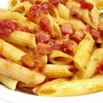 Pennette con peperoni e salame piccante