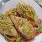 Petti di pollo con peperoni e zucchine