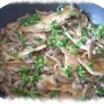 Petto di pollo alle erbe aromatiche e funghi