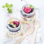 Tiramisù allo yogurt e frutti di bosco