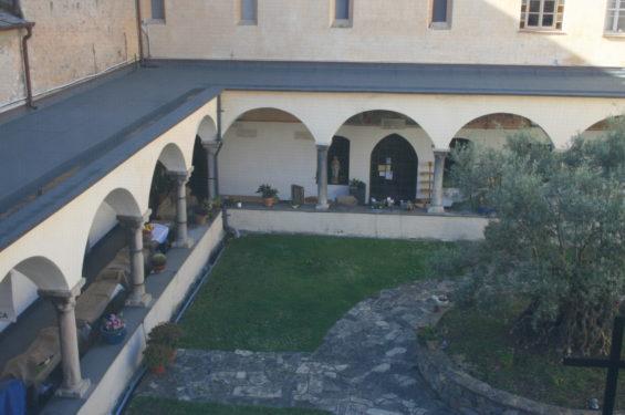 Medittagiasca: chiostro del convento