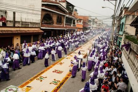 15 Razones para NO ser Cucurucho en Guatemala