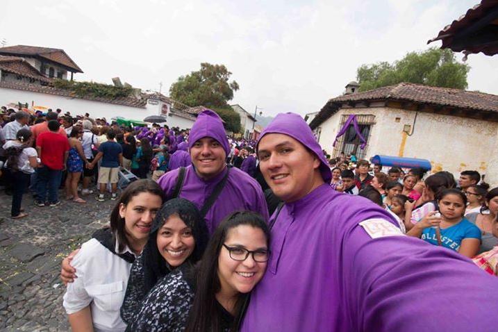 Cucuruchos y Devotas Cucuruchas en Guatemala