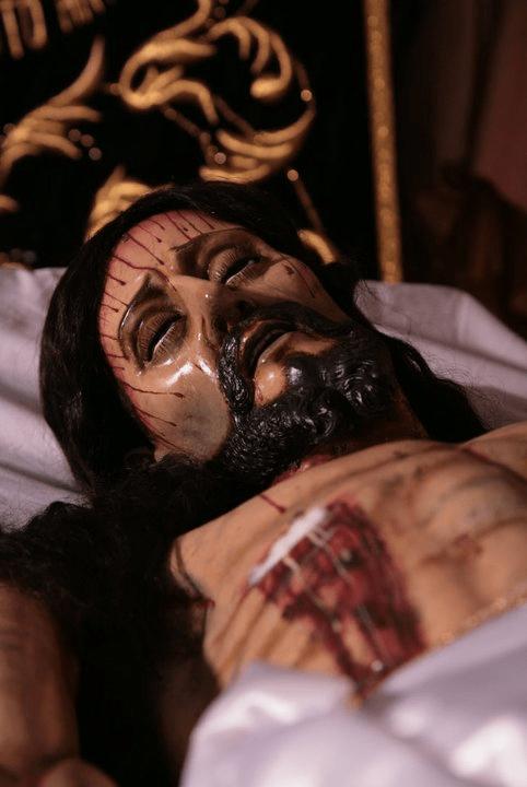 Señor Sepultado de la Escuela de Cristo. Foto Jose Carlos Flores, en página de la Hermandad EdeC.
