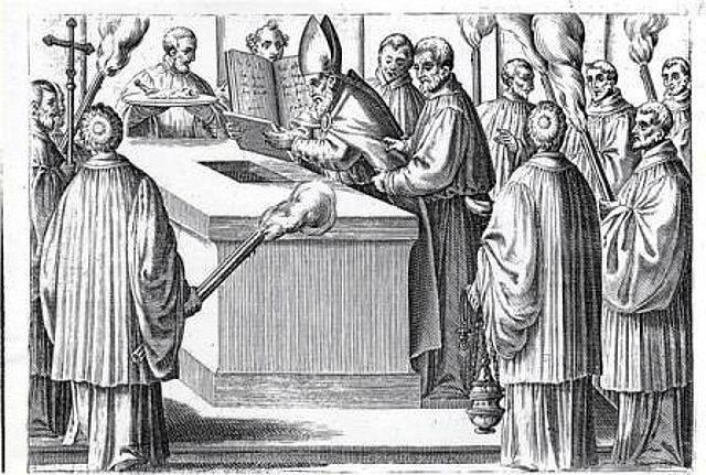 Imagen 13, preparación del sepulcro, sobre o bajo del altar con las reliquias.4 unciones e inciensa