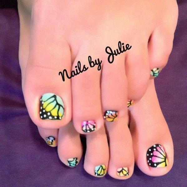 A Cute Polka Dot And Daisy Inspired Toenail Art