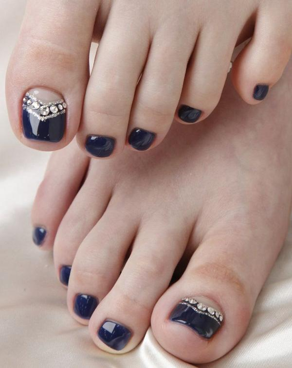 French Tip Toenail Designs