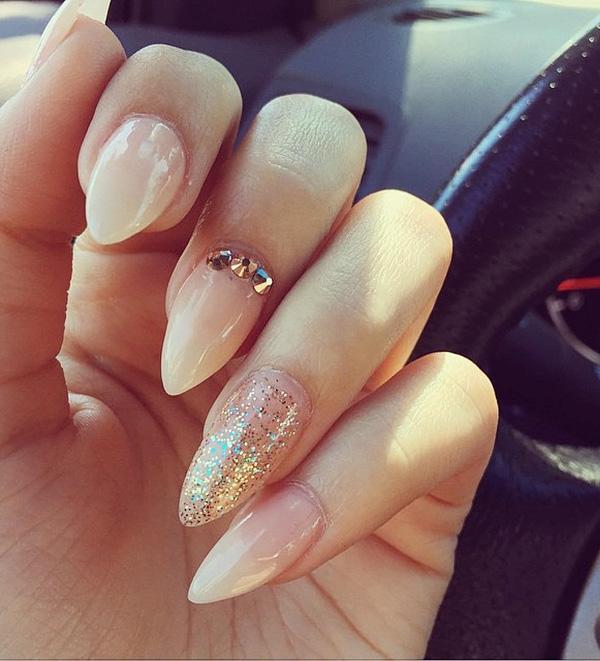 almond-nail-art-25