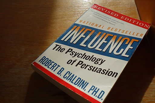 Robert_B_Cialdini_-_Influence_-_The_Psychology_of_Persuasion