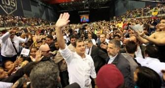 Correa meets Ecuadorians in Italy during a 2012 sabatina.