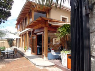 A new coffee shop and restaurant have opened recently in Esquina de los Artes.