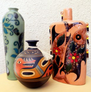 The ceramics of Eduard Segovia and Eduardo Vega are among the best in Ecuador.