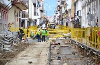 Tram construction of Calle Gran Colombia.