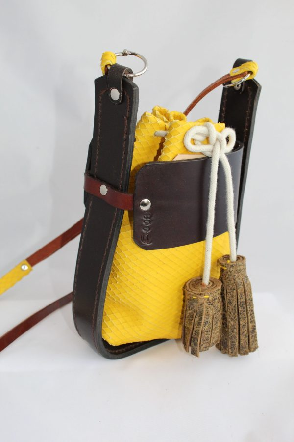 Bolso mini amarillo y chocolate