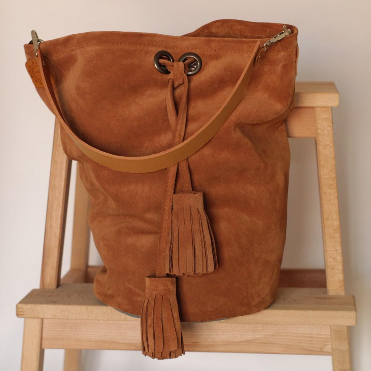 bolso tipo petate en color ladrillo en piel hecho en España