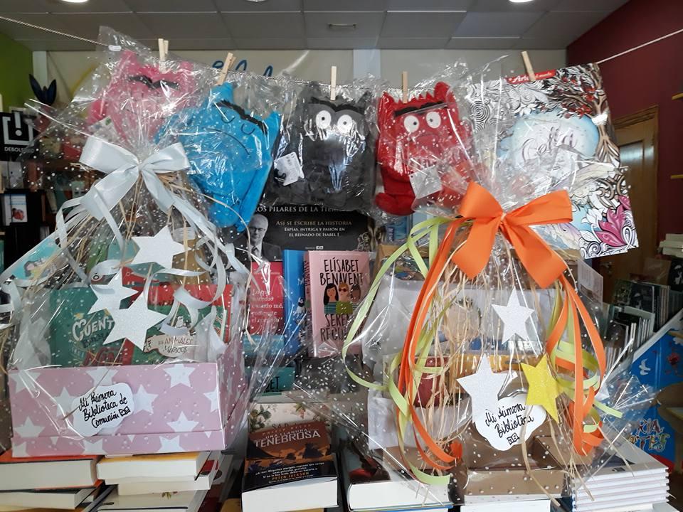 Ideas de regalos de Bautizo: cesta de libros
