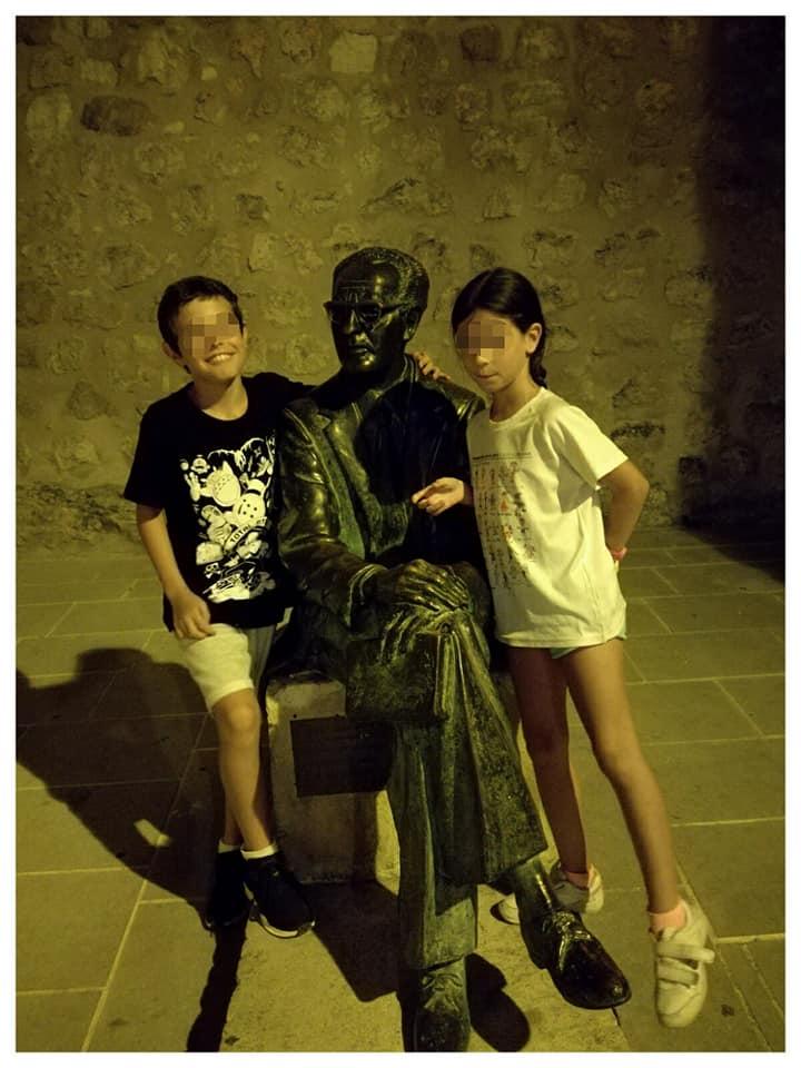 Aquí tenéis a mis hijos con Federico Muelas en Cuenca