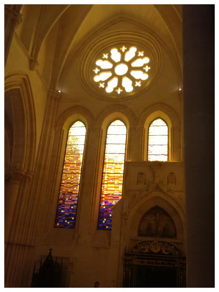 Una de las vidrieras del interior de la Catedral de Cuenca
