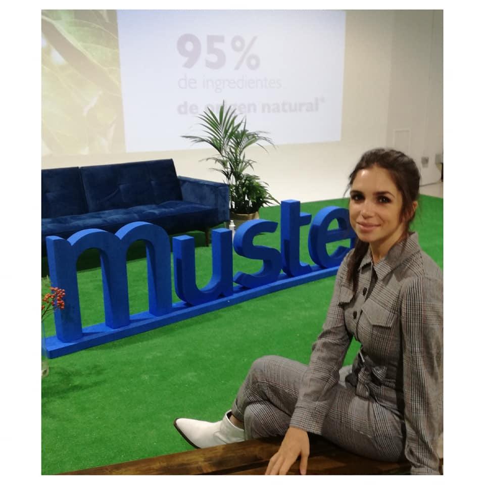 Compromisos de Mustela. Elena Furiase madrina de Mustela