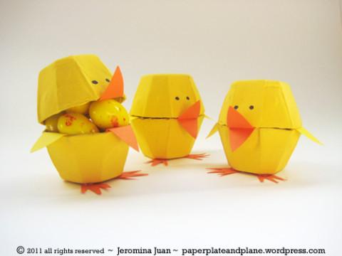 Manualidades de Pascua. Pollitos de cartón de la web Bebés y más