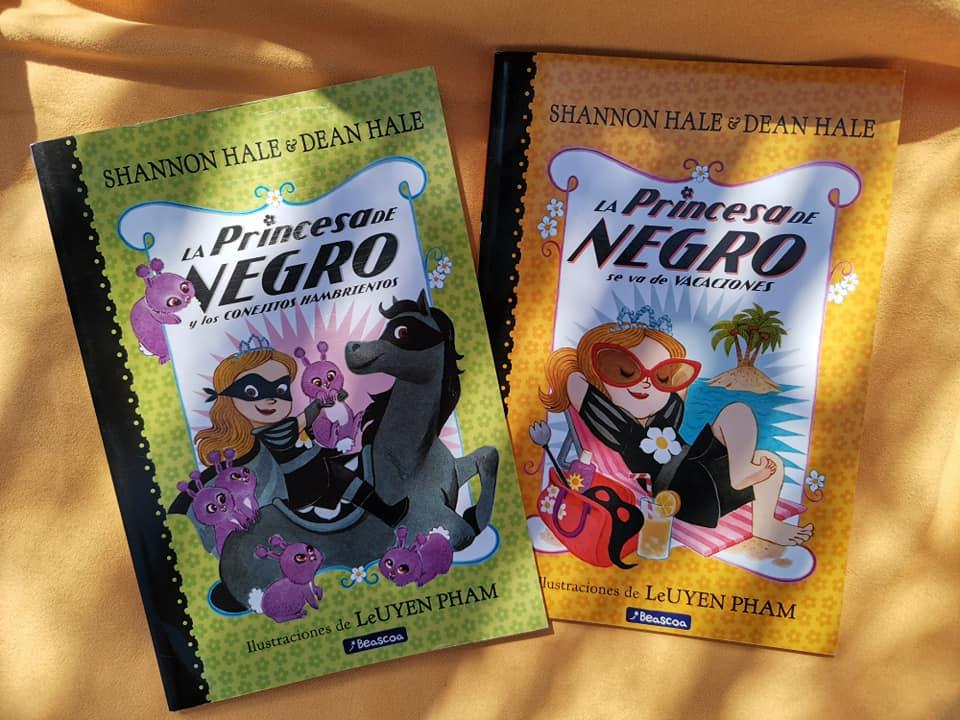 Los dos últimos títulos publicados de La Princesa de Negro que compramos en la librería Llibres Chus