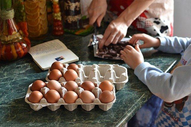 Hacer recetas navideñas es uno de los mejores planes para hacer en casa y en familia