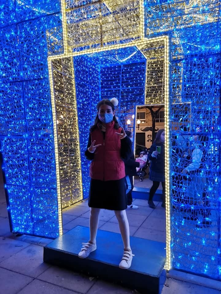 Sin aglomeraciones disfrutamos de las luces navideñas de Alicante