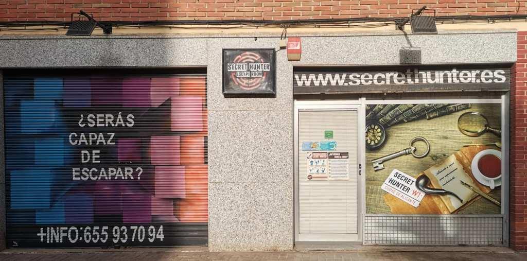 Fachada del escape room Secret Hunter situado en la calle Auso y Monzo 1 de Alicante