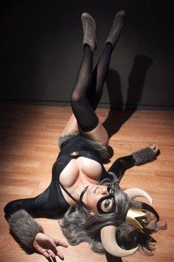 Jessica-Nigri-horny
