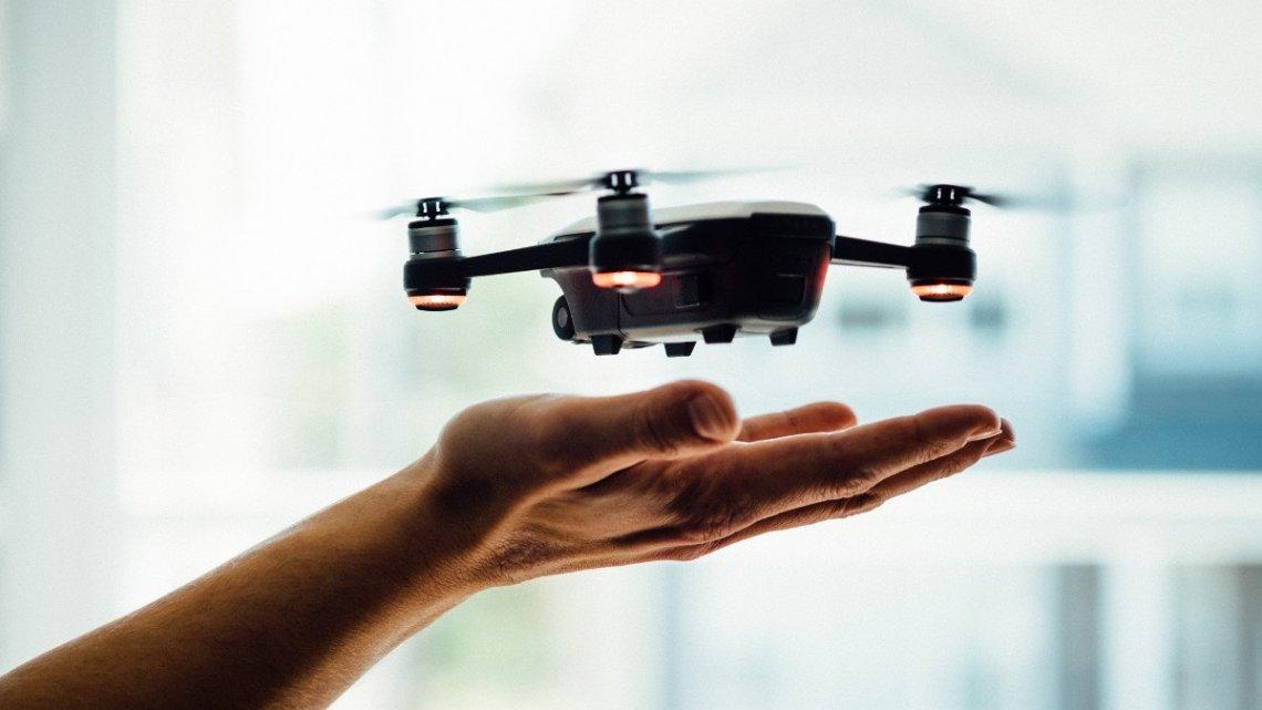 Robots y Drones