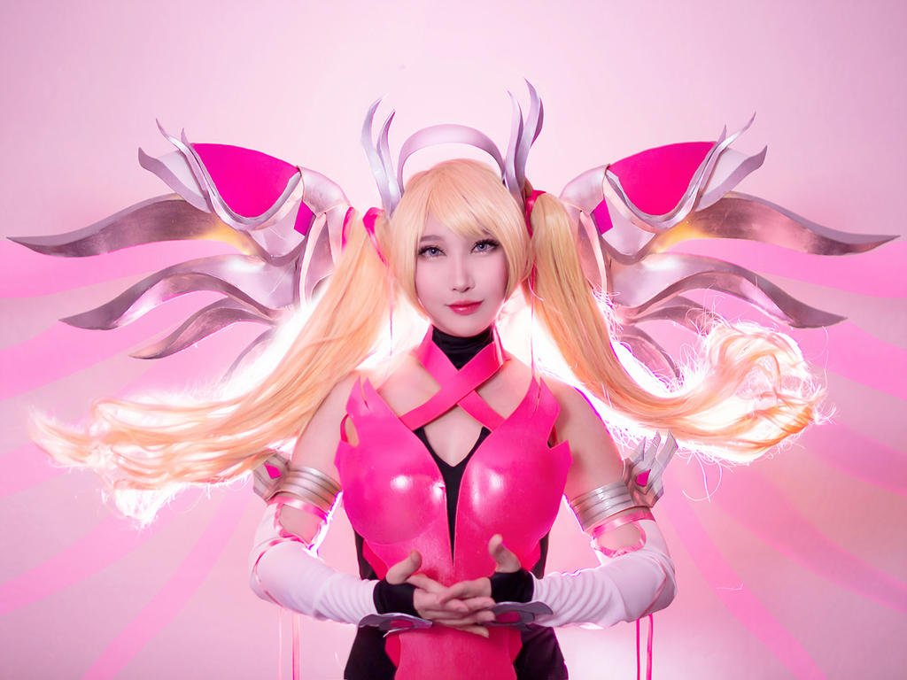 Pink Mercy from Overwatch por RinnieRiot
