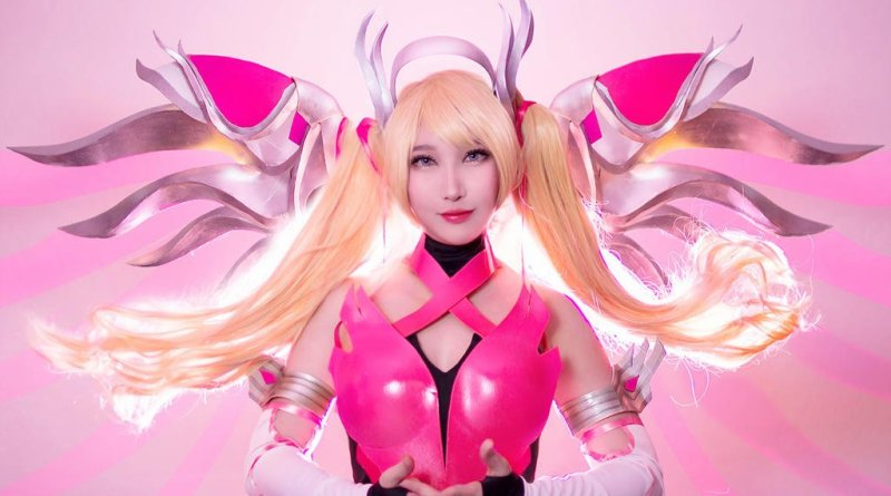 Pink Mercy from Overwatch por RinnieRiot