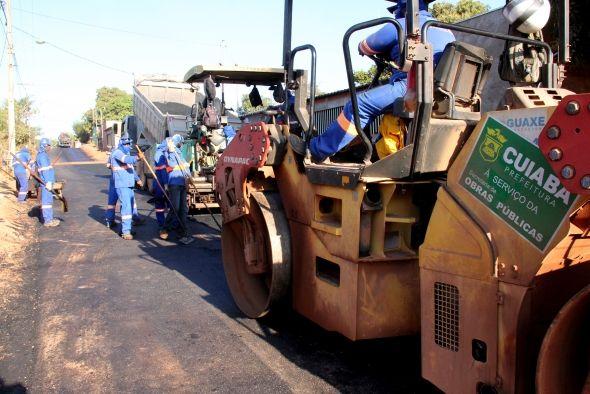 Prefeitura de Cuiabá | Bairro Dr. Fábio I recebe mais 4 km de pavimentação  durante esta semana