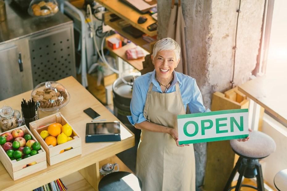 Dos 30,3 milhões de idosos no Brasil, mais de 2 milhões são empreendedores
