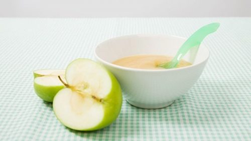 El puré de manzana ofrece mucho uso cuando cocinamos