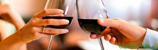 brindar-vino-tinto
