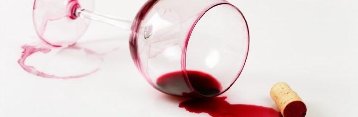 Copa-caida-mancha-vino-tinto