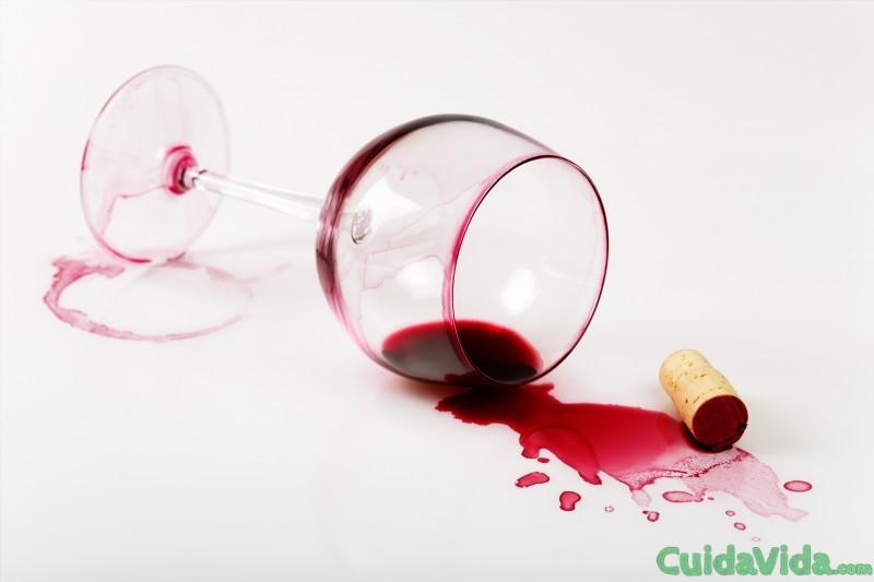 C mo quitar manchas de vino tinto de tu ropa blanca - Manchas de vino ...