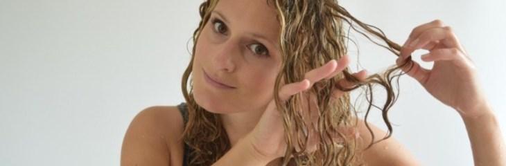 pasar-dedos-cabello-peinar