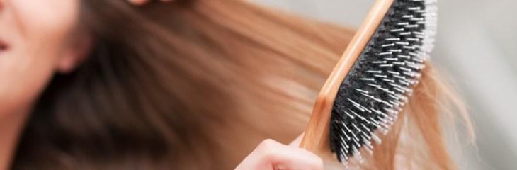 peinar-cabello-pelo-cepillo