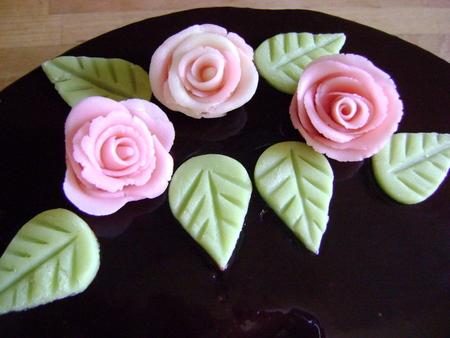Vid o r aliser des roses en p te d amande cuisines for Formateur en cuisine