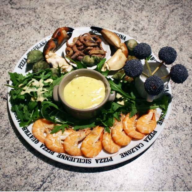 assiette fruits de mer aioli salade 620x620 - Assiette de fruits de mer, aïoli et salade