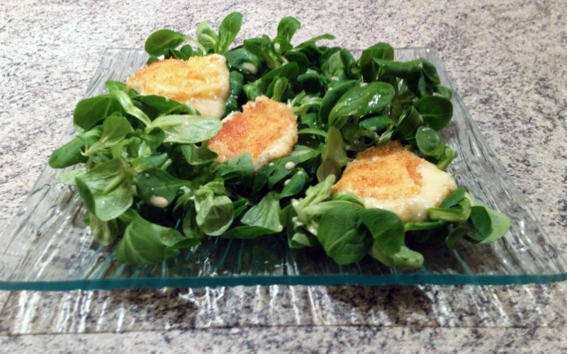 Salade gourmande au Babybel pané
