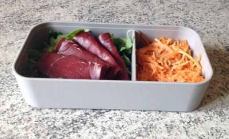 Recette de Bento carottes râpées, roquette, viande des grisons
