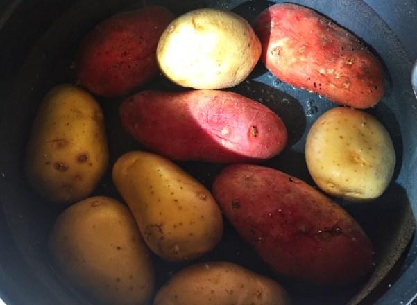 salade-pommes-de-terre-oignons-cornichons-prepa-1