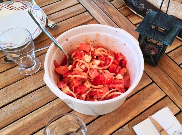 """salade tomates oignons feta 1 - On a testé : Le découpe légumes """"Nicer Dicer"""""""