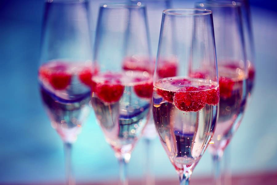 framboisine 1 - Champagne glasses with raspberry. Summer pool party
